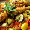 Hähnchenkeule auf Gemüsebett