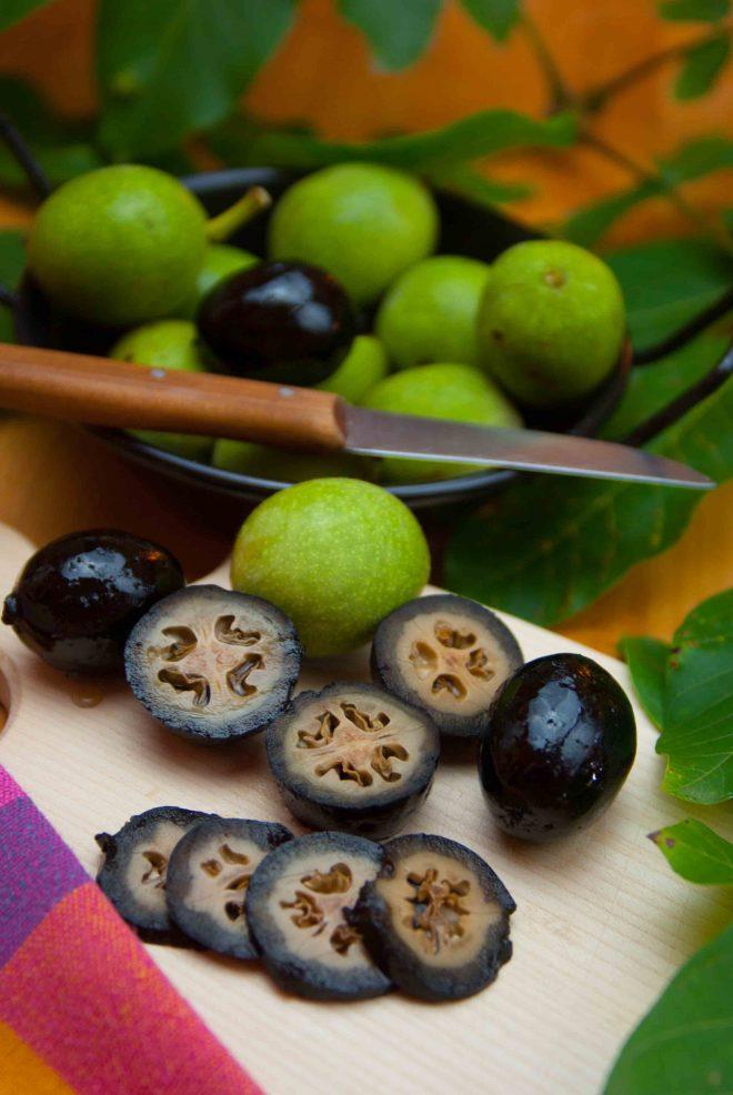 Schwarze Nüsse