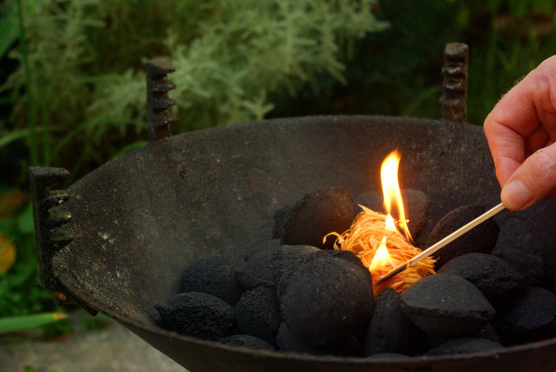 gourmet grill briketts aus olivenkernen die geniessermanufactur. Black Bedroom Furniture Sets. Home Design Ideas