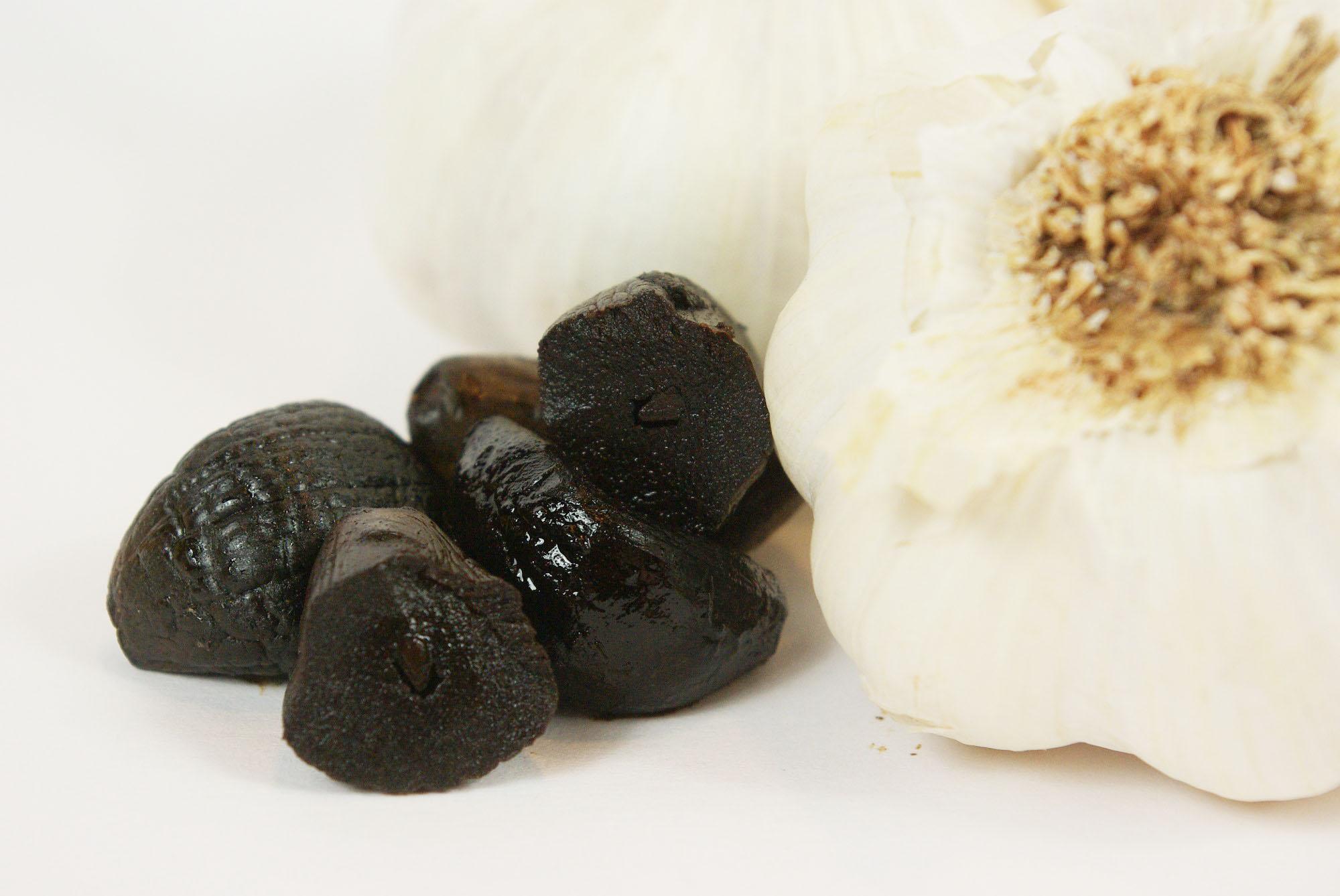 Schwarzer Knoblauch - Black garlic - fermentierter Knoblauch
