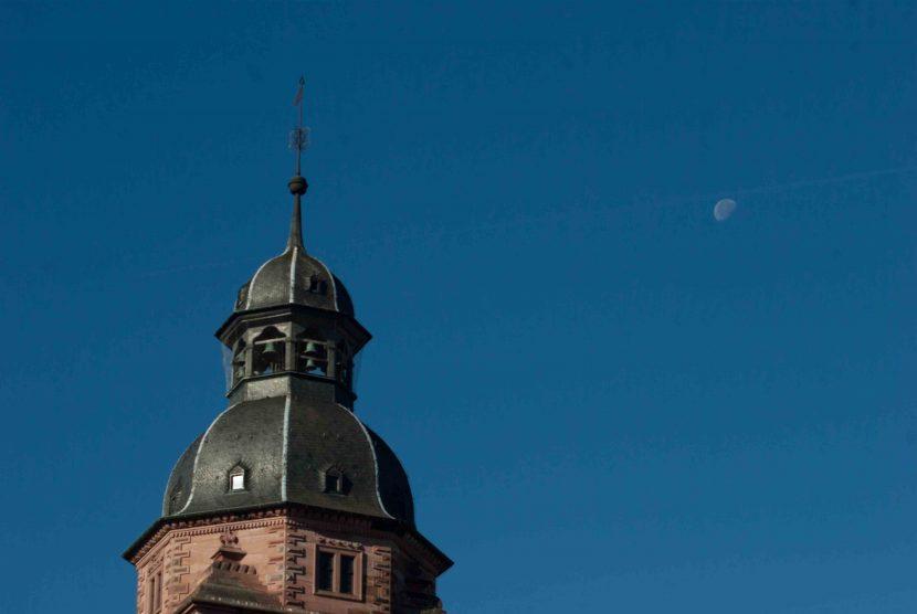 Ökomarkt Aschaffenburg Bild des Schlossturms bei strahlendblauem Himmel