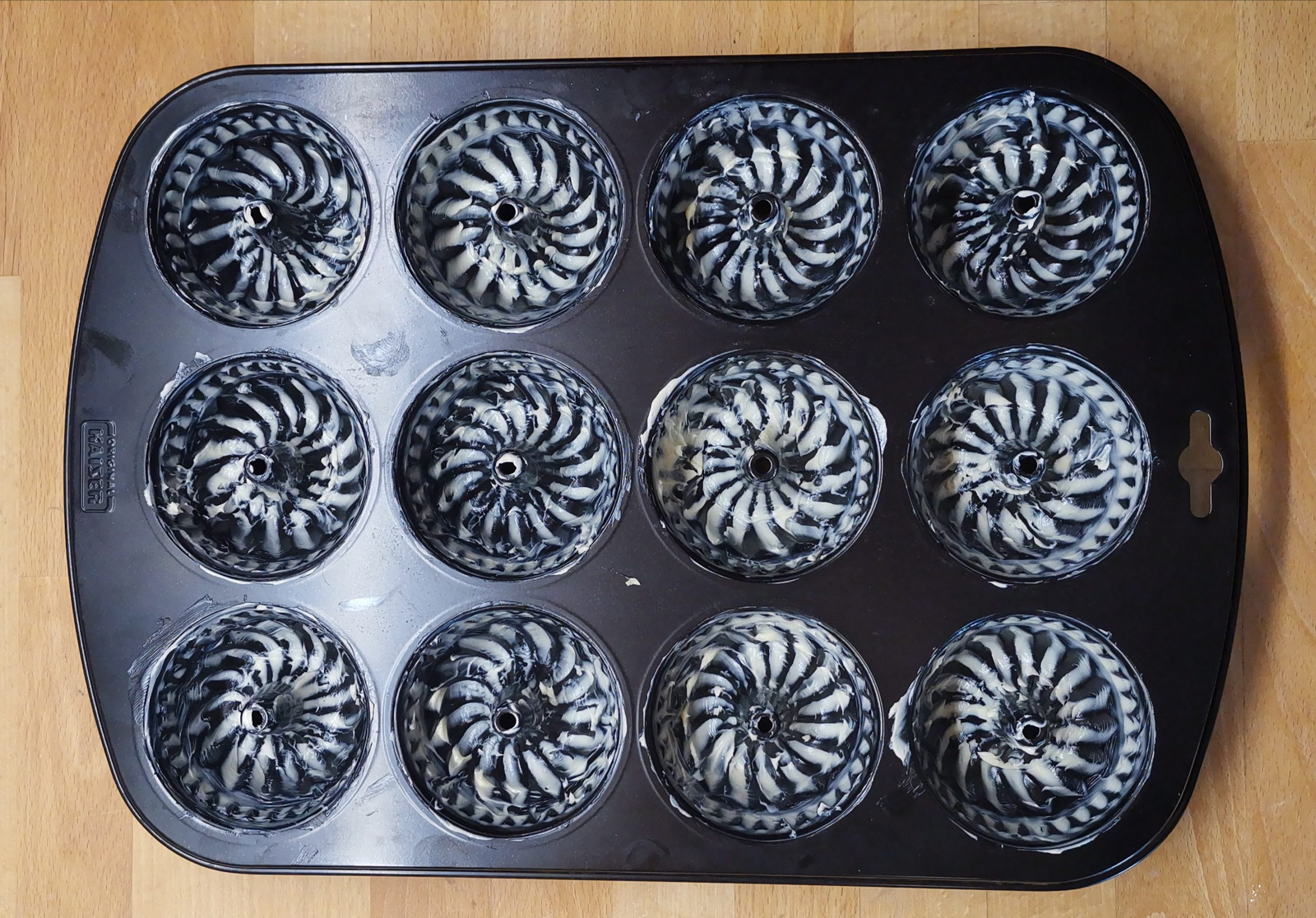 Zitronenmadeleines oder Mini-Gugl Backblech in Vorbereitung