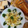 Zitronencarpaccio mit Pinienkernen oder Kräutermelange