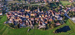 Dorfladentag Burgwindheim auf dem Bild burgwindheim Luftaufnahme